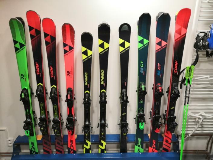 Testování a prodej lyží FISCHER